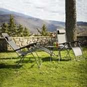 2 Sdraio reclinabili con tavolo pieghevole